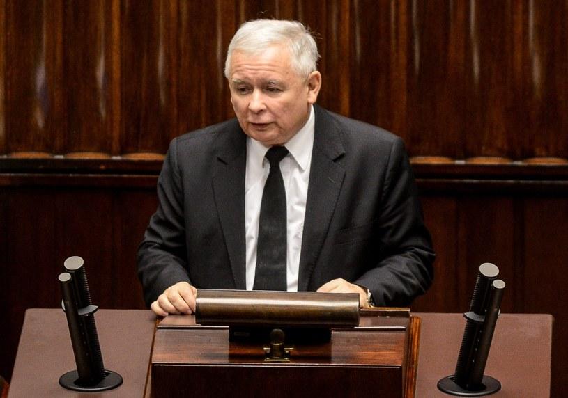 Prezes PiS Jarosław Kaczyński na sejmowej mównicy /Jakub Kamiński   /PAP