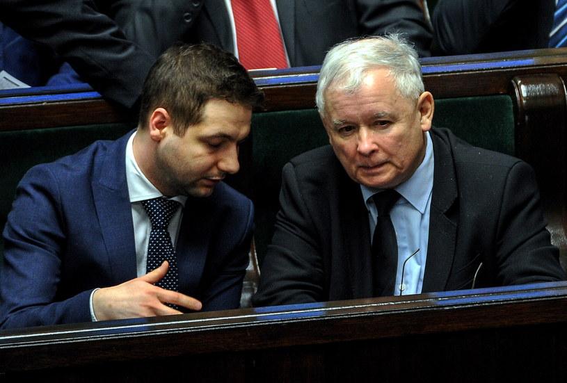 Prezes PiS Jarosław Kaczyński oraz poseł PiS, wiceminister sprawiedliwości Patryk Jaki /Marcin Obara /PAP