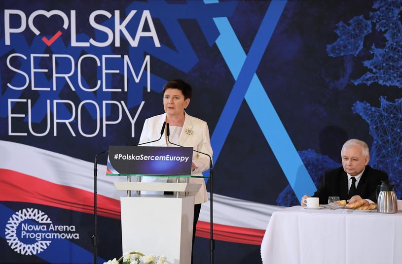 Prezes PiS Jarosław Kaczyński oraz wicepremier Beata Szydło /Jacek Bednarczyk   /PAP