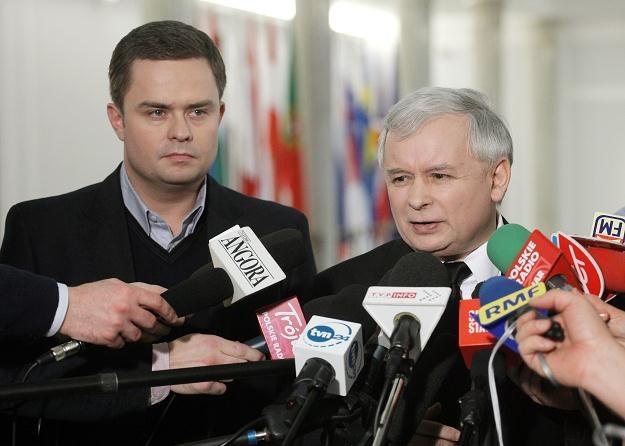 Prezes PiS Jarosław Kaczyński (P) i rzecznik partii Adam Hofman (L)/fot. P. Supernak /PAP