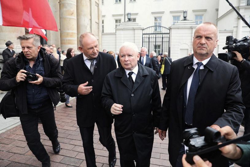 Prezes PiS Jarosław Kaczyński po mszy świętej, odprawionej w kościele seminaryjnym w intencji ofiar katastrofy smoleńskiej / PAP/Tomasz Gzell  /PAP