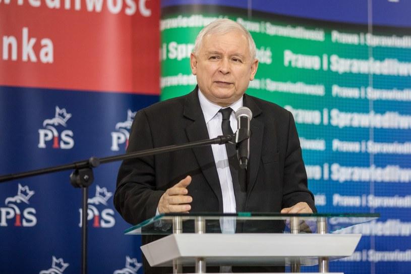 Prezes PiS Jarosław Kaczyński podczas otwartego spotkania z mieszkańcami Trzcianki /Paweł Jaskółka /PAP