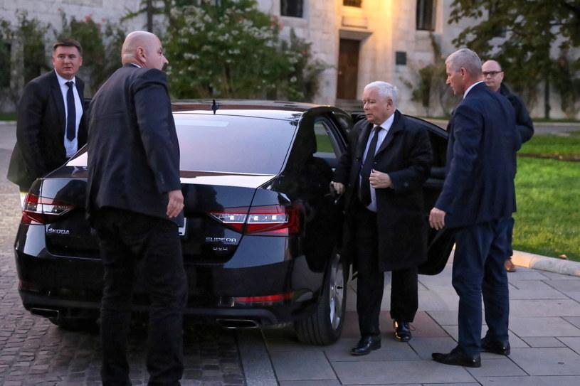 Prezes PiS Jarosław Kaczyński w drodze na mszę św. w katedrze na Wawelu /Art Service /PAP