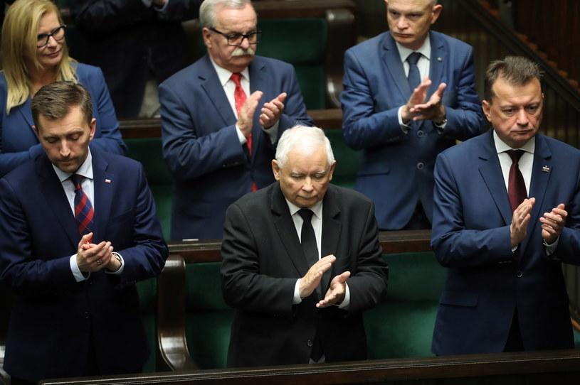 Prezes PiS Jarosław Kaczyński wśród polityków prawicy podczas obrad w Sejmie /Wojciech Olkuśnik /PAP