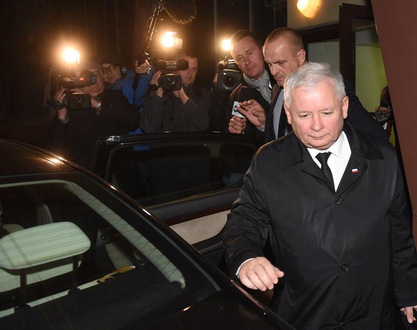 Prezes PiS Jarosław Kaczyński wychodzi po posiedzeniu zarządu Prawa i Sprawiedliwości w Warszawie /Radek Pietruszka /PAP