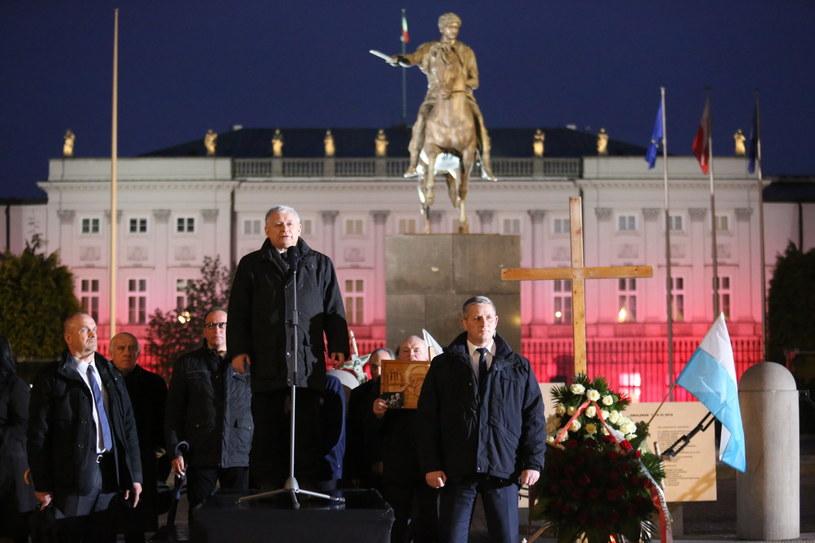Prezes PiS na miesięcznicy smoleńskiej, 10 maja 2017 roku /Leszek Szymański /PAP