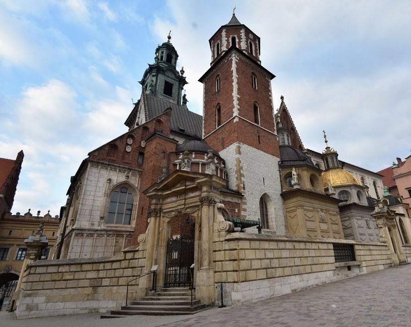 Prezes PiS odwiedził grób Lecha i Marii Kaczyńskich na Wawelu /Artur Barbarowski /East News
