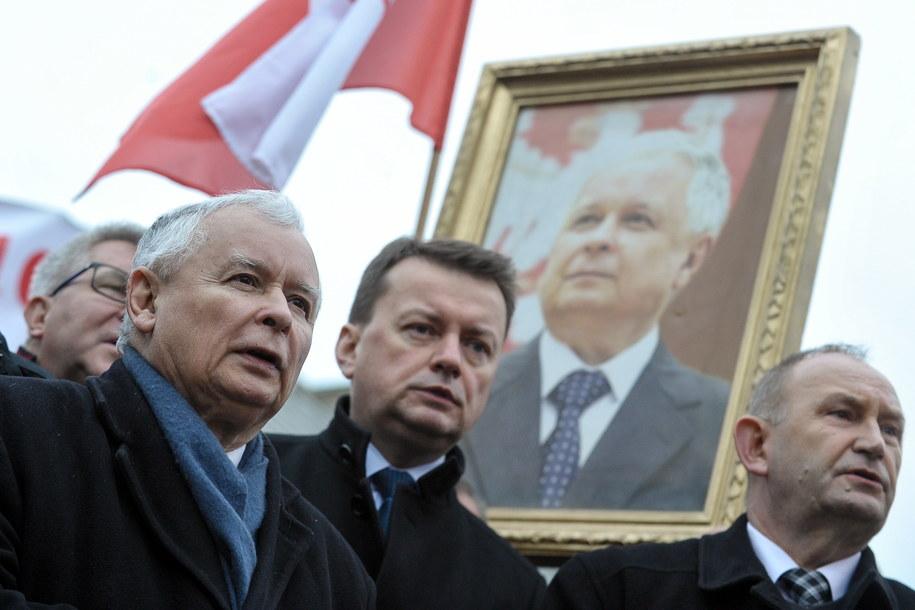 Prezes Prawa i Sprawiedliwości Jarosław Kaczyński i minister obrony narodowej Mariusz Błaszczak. / Marcin Obara  /PAP