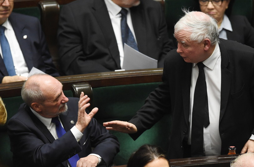 Prezes Prawa i Sprawiedliwości Jarosław Kaczyński i wiceprezes partii Antoni Macierewicz /Radek Pietruszka /PAP