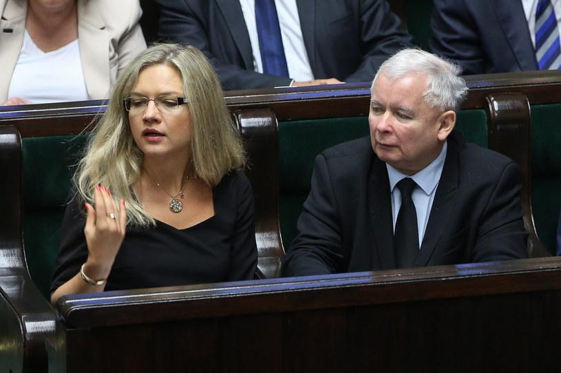 Prezes Prawa i Sprawiedliwości Jarosław Kaczyński (P) oraz posłanka PiS Małgorzata Wassermann (L) podczas posiedzenia Sejmu /Rafał Guz /PAP