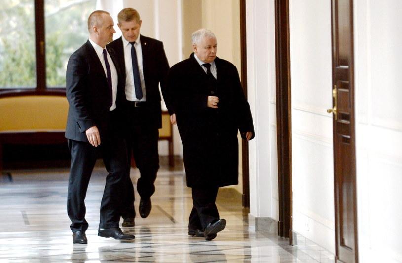 Prezes Prawa i Sprawiedliwości Jarosław Kaczyński (P), przed spotkaniem liderów ośmiu partii /Bartłomiej Zborowski /PAP