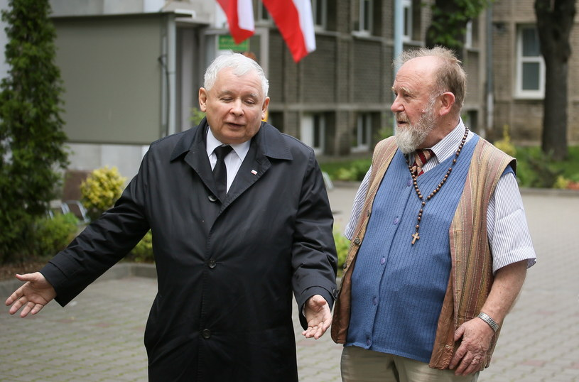 Prezes Prawa i Sprawiedliwości Jarosław Kaczyński po oddaniu głosu w wyborach prezydenckich /Paweł Supernak /PAP