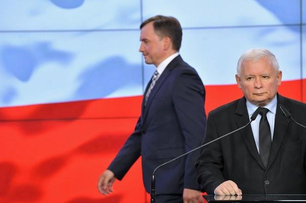 Prezes Prawa i Sprawiedliwości Jarosław Kaczyński (po prawej) i szef Solidarnej Polski Zbigniew Ziobro / Radek Pietruszka   /PAP