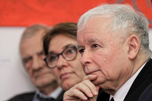 Prezes Prawa i Sprawiedliwości Jarosław Kaczyński, rzecznik PiS Beata Mazurek oraz wicemarszałek Sejmu Ryszard Terlecki /Paweł Supernak /PAP