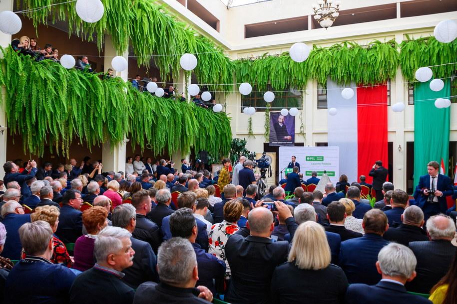 Prezes PSL Władysław Kosiniak-Kamysz (C) przemawia podczas uroczystego posiedzenia Rady Naczelnej /Paweł Topolski /PAP