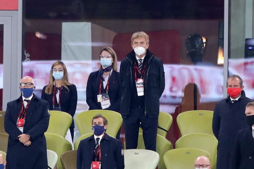 Prezes PZPN-u Zbigniew Boniek podczas meczu z Włochami miał nie tylko maseczkę, ale też zachowywał dystans społeczny /Piotr Kucza /Newspix