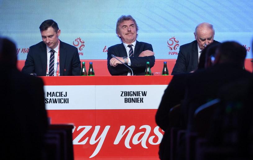 Prezes PZPN Zbigniew Boniek (C) oraz Maciej Sawicki (L) i Eugeniusz Nowak (P) podczas Walnego Zgromadzenia Sprawozdawczego PZPN w Warszawie /Bartłomiej Zborowski /PAP
