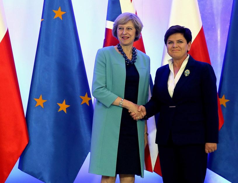 Prezes Rady Ministrów Beata Szydło i premier Wielkiej Brytanii Theresą May podczas spotkania w KPRM w Warszawie /Tomasz Gzell /PAP