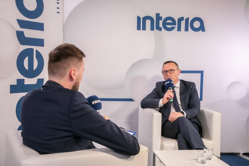 Prezes spółki Budimex Artur Popko w studiu Interii na XXX Forum Ekonomicznym w Karpaczu. /Fot. Ireneusz Rek /INTERIA.PL