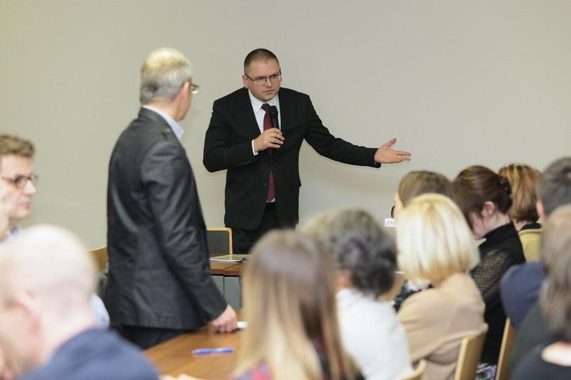 Prezes SR Maciej Nawacki podczas zebrania sędziów Sądu Rejonowego w Olsztynie / Tomasz Waszczuk    /PAP