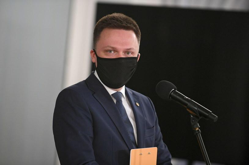 Prezes Stowarzyszenia Polska 2050 Szymon Hołownia podczas briefingu prasowego w Sejmie / Marcin Obara  /PAP