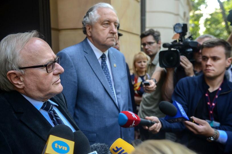 Prezes TK Andrzej Rzepliński i wiceprezes TK Stanisław Biernat po spotkaniu z Komisją Wenecką /Jakub Kamiński   /PAP