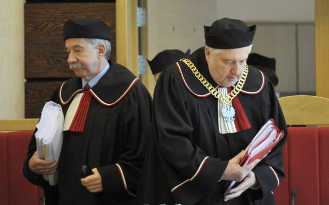Prezes TK prof. Andrzej Rzeplińsk i sędzia Wojciech Hermeliński /Bartłomiej Zborowski /PAP
