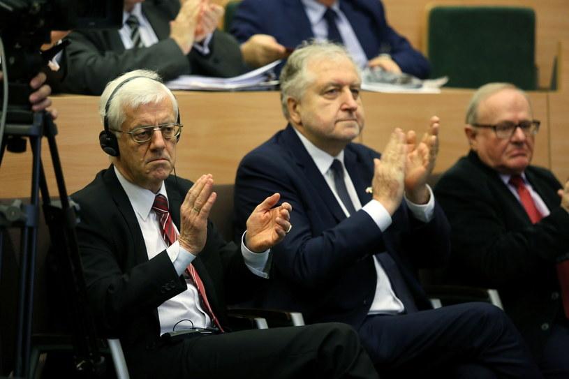 Prezes Trybunału Konstytucyjnego prof. Andrzej Rzepliński (w środku) /Tomasz Gzell /PAP