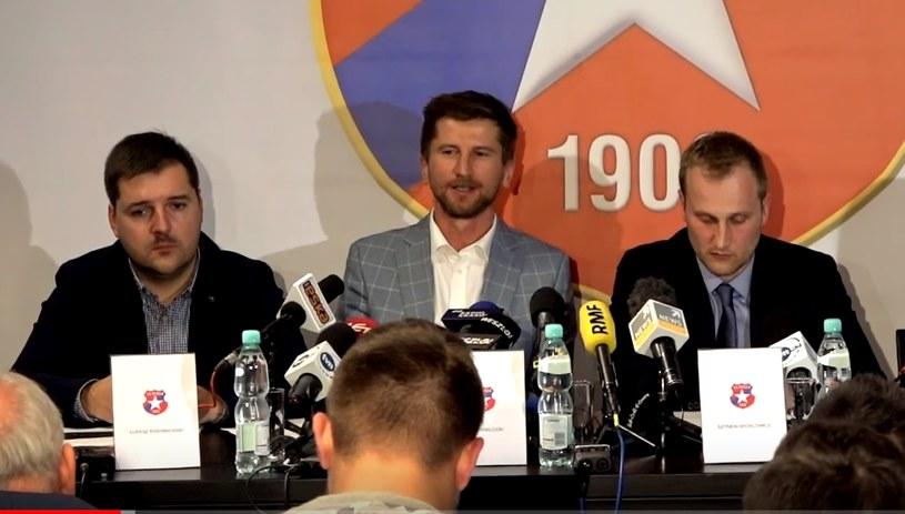 Prezes TS Wisła Rafał Wisłocki (w środku). Szymon Michlowicz (z prawej) i Łukasz Kwaśniewski (z lewej) nie zasiadają już we władzach Towarzystwa. /INTERIA.PL