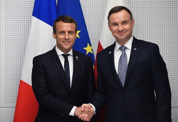 Prezydenci Emmanuel Macron (L) i Andrzej Duda. Dobra mina do złej gry... /AFP
