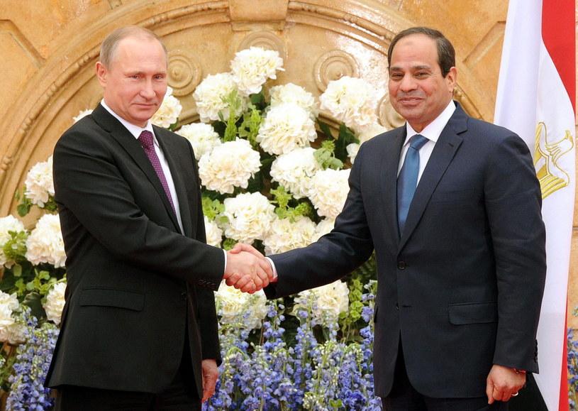 Prezydenci Rosji i Egiptu dzielnie wysłuchali fałszującej orkiestry /PAP/EPA