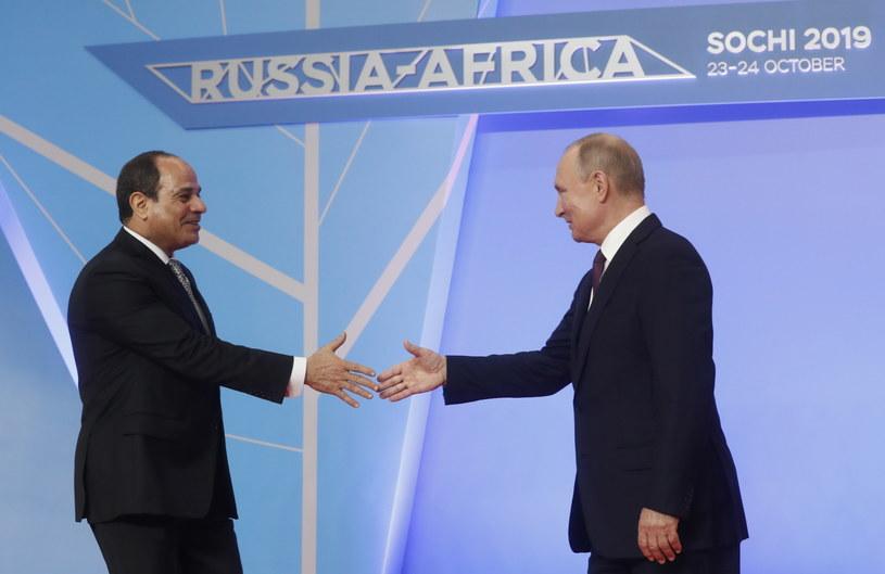 Prezydenci Rosji i Egiptu, Władimir Putin i Abd el-Fatah es-Sisi w Soczi. /SERGEI CHIRIKOV /PAP/EPA