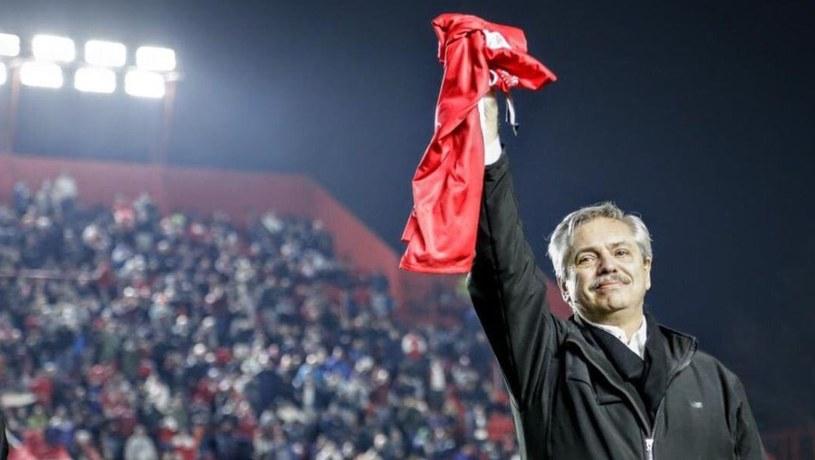 Prezydent Alberto Fernandez z koszulko Argeninta Juniors /AFP