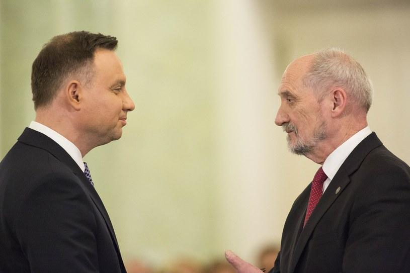 Prezydent Andrzej Duda i były minister obrony narodowej Antoni Macierewicz /Andrzej Hulimka  /Reporter