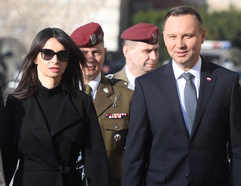 Prezydent Andrzej Duda i Marta Kaczyńska w drodze do Krypty pod Wieżą Srebrnych Dzwonów na Wawelu /PAP