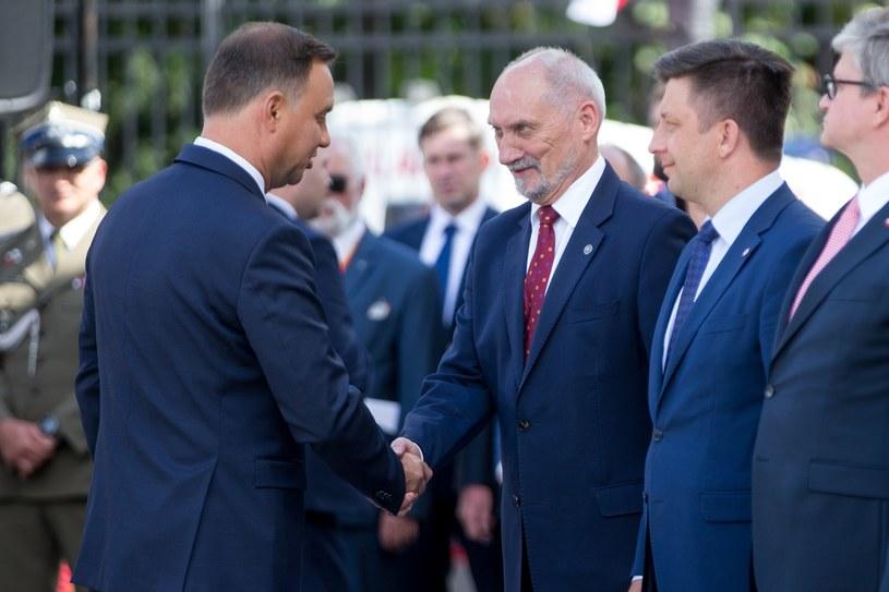 Prezydent Andrzej Duda i minister obrony narodowej Antoni Macierewicz /Andrzej Iwańczuk /Reporter