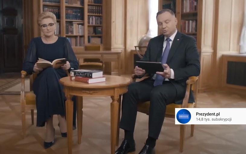 """Prezydent Andrzej Duda i pierwsza dama Agata Kornhauser-Duda czytają fragmenty """"Pamięci i tożsamości"""" Jana Pawła II. /YouTube /"""