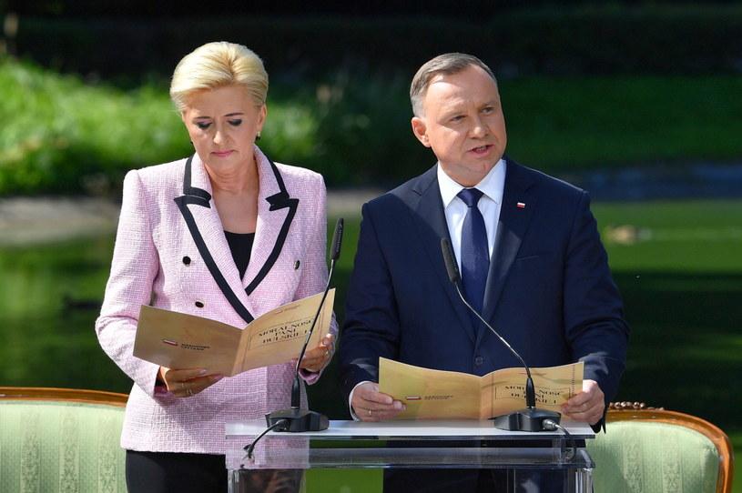 Prezydent Andrzej Duda i pierwsza dama Agata Kornhauser-Duda podczas Narodowego Czytania 2021 /Radek Pietruszka /PAP