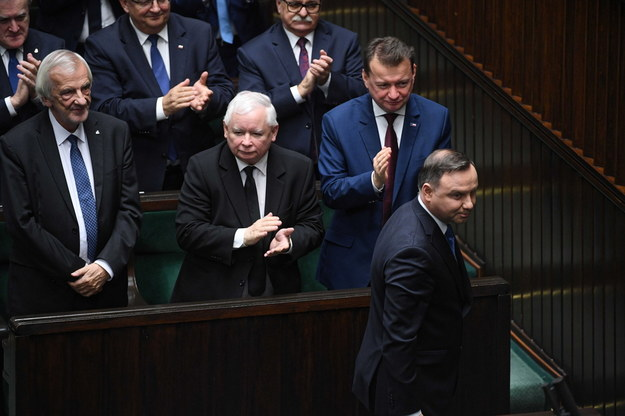 Prezydent Andrzej Duda i politycy PiS z prezesem Jarosławem Kaczyńskim na czele w Sejmie / Radek Pietruszka   /PAP