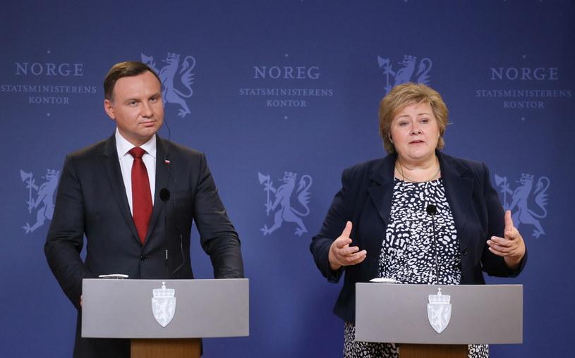 Prezydent Andrzej Duda i premier Norwegii Erna Solberg podczas konferencji prasowej, po spotkaniu polityków w Oslo /Paweł Supernak /PAP