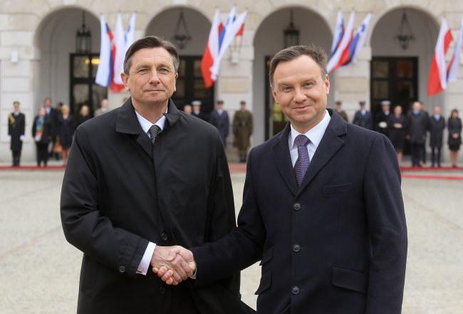 Prezydent Andrzej Duda i prezydent Słowenii Borut Pahor podczas ceremonii powitania na dziedzińcu Pałacu Prezydenckiego /Paweł Supernak /PAP