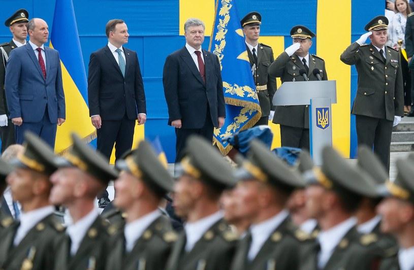 Prezydent Andrzej Duda i prezydent Ukrainy Petro Poroszenko podczas uroczystości z okazji 25. rocznicy niepodległości Ukrainy /SERGEY DOLZHENKO /PAP/EPA