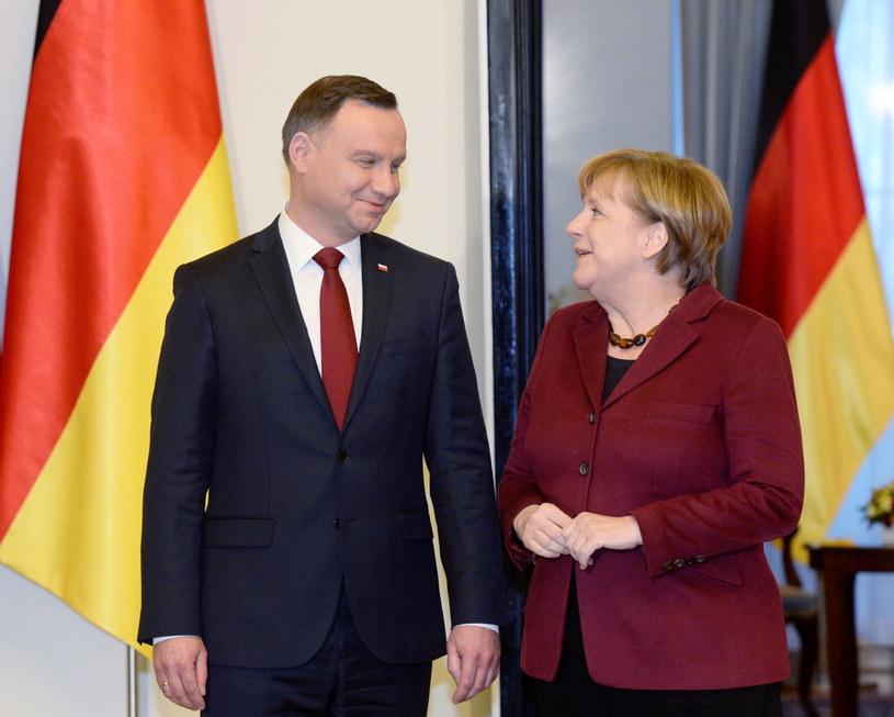Prezydent Andrzej Duda (L) i kanclerz Niemiec Angela Merkel (P) /Jacek Turczyk /PAP