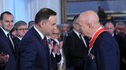 Prezydent Andrzej Duda (L) odznaczył Krzyżem Komandorskim Orderu Odrodzenia Polski wybitnego specjalistę w dziedzinie transplantologii Marka Krawczyka (P)