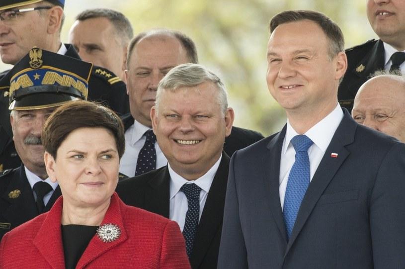Prezydent Andrzej Duda ma wyraźnie większe poparcie od premier Beaty Szydło /East News