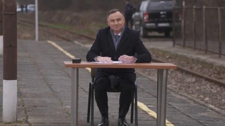 Prezydent Andrzej Duda na peronie w Końskich /Polsat News /Polsat News