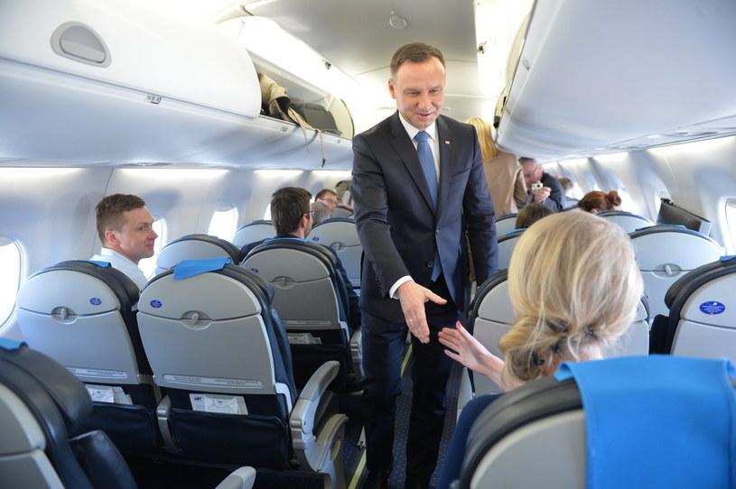 Prezydent Andrzej Duda na pokładzie samolotu przed wylotem do Lizbony /Jacek Turczyk /PAP