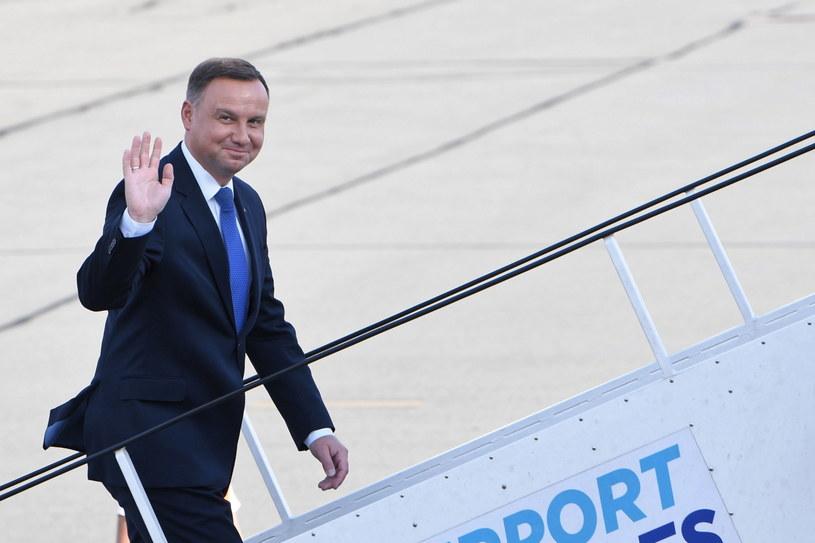 Prezydent Andrzej Duda na warszawskim lotnisku przed wylotem do Brukseli /Radek Pietruszka /PAP