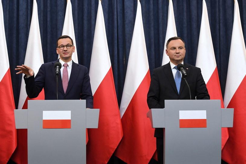 Prezydent Andrzej Duda oraz premier Mateusz Morawiecki podczas konferencji prasowej / Radek Pietruszka   /PAP