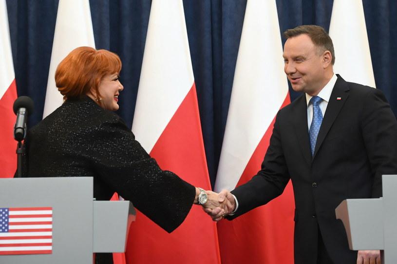 Prezydent Andrzej Duda (P) i ambasador Stanów Zjednoczonych w Polsce Georgette Mosbacher (L) podczas wspólnego wystąpienia w Pałacu Prezydenckim / PAP/Radek Pietruszka /PAP